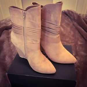 Design by Jacobies Beige Wedge Booties Size 6